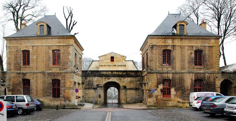Cour de la Porte de France